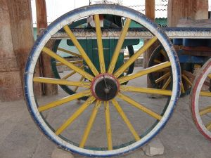 800px-A_Wheel_in_Kudumiyanmalai_Temple
